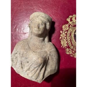 Fragment Archéologique D'une Femme Drapeé