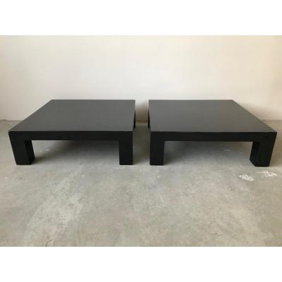 Paire de tables basses en bois laqué noir, circa 1970.