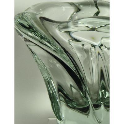 Petit Vase En Cristal Teinté Vert Par Daum.