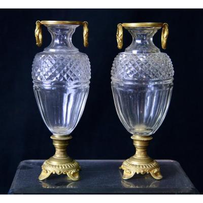 Paire De Petits Vases Urne En Cristal Monture Bronze.