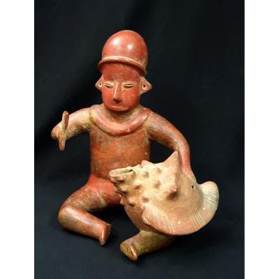 Chamane Assis Tenant Un Coquillage, Culture Colima, 100 Av. - 250 Apr. J.-c.