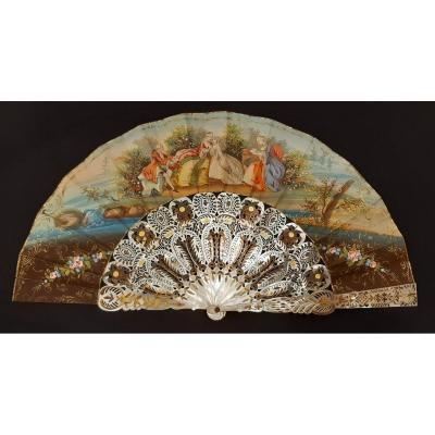 Eventail En Nacre Ajourée Et Papier Peint à La Main. France.  XIXème Siècle.