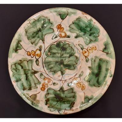 Assiette En Céramique Polychrome. Montelupo. Italie. 17e  Siècle.