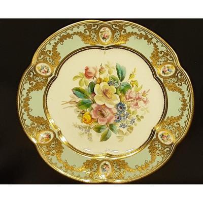 Paire d'Assiettes En Porcelaine. Marquages au Verso Derby. Vers 1877-1890.
