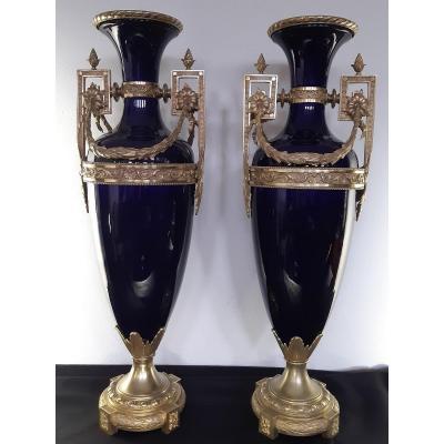 Paire De Vases. Bronze Et Porcelaine. Style Louis XVI. France. XIX - XX Siècle. 70cm De Hauteur