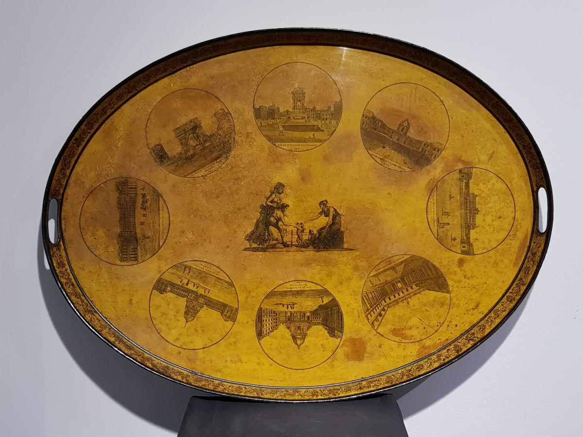 Oval Tray In Painted Sheet Metal