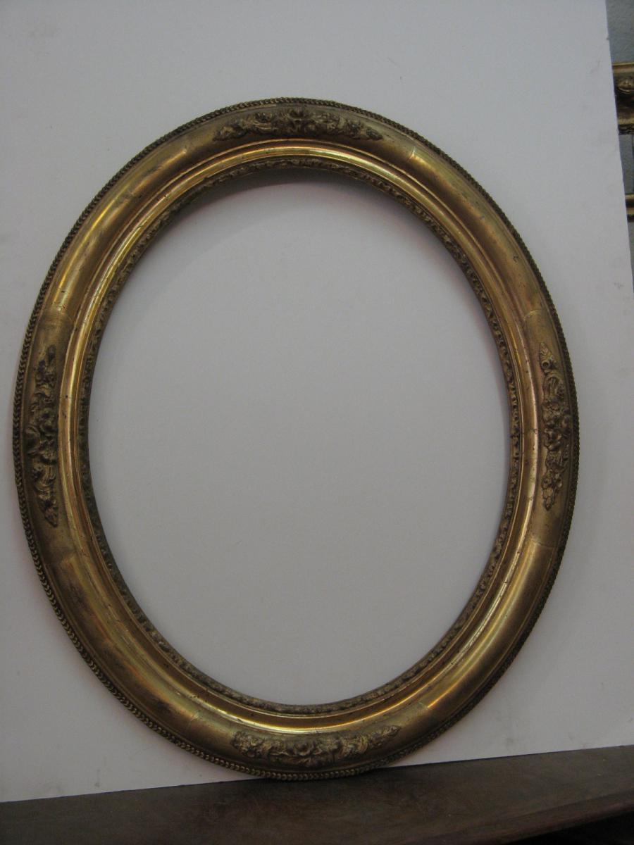 Cadre ovale poque 19 me en bois dor cadres anciens for Miroir ovale cadre bois
