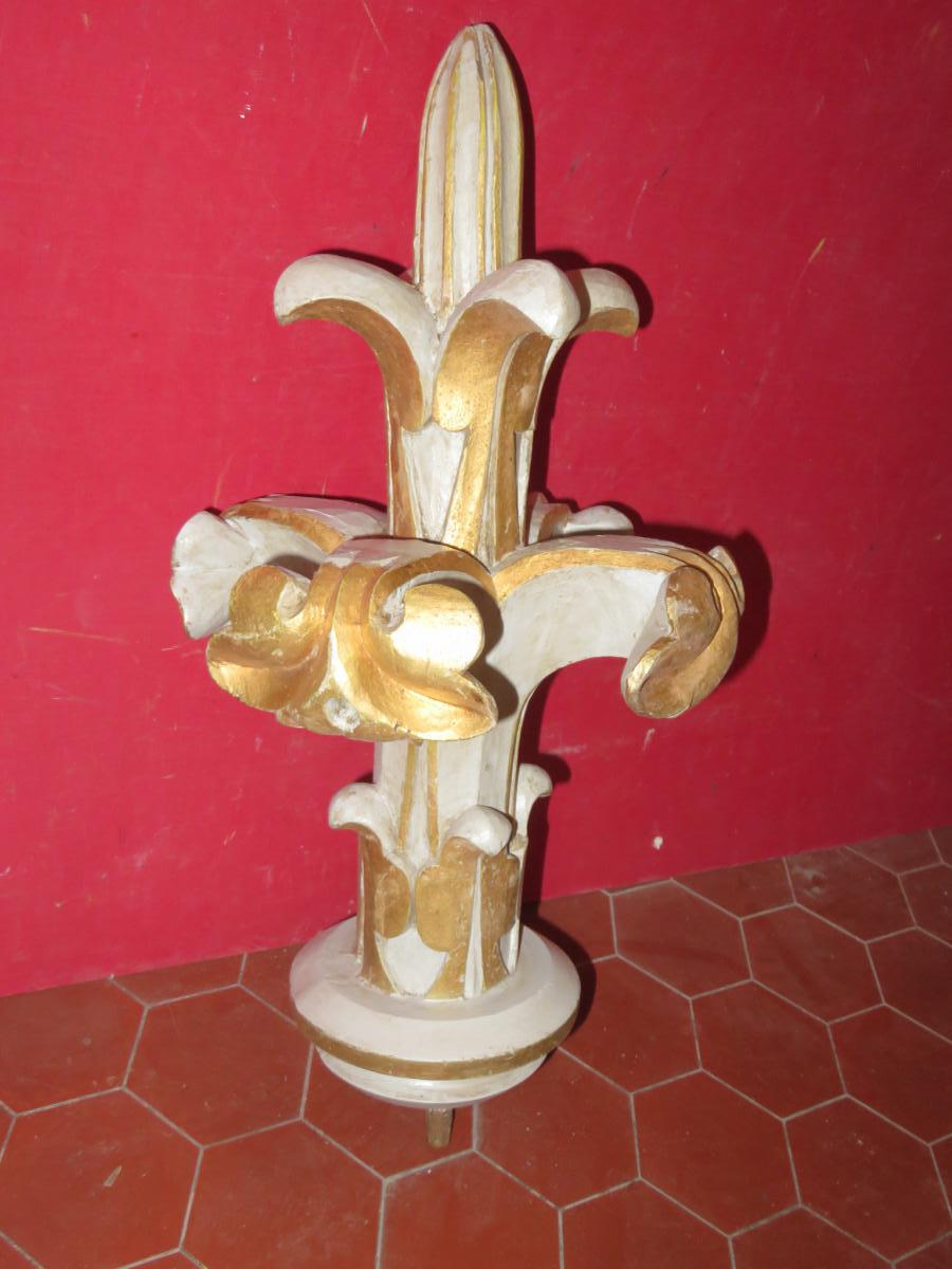 Decor fleur de lys carved th time gilted wood