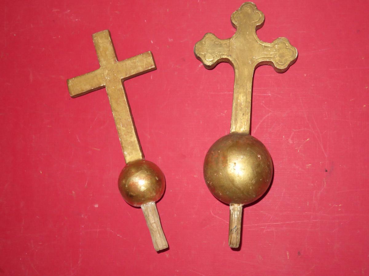Deux Croix En Bois Doré, époque 19ème.