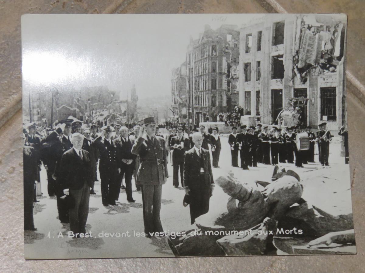 Photo Originale De Charles De Gaule à Brest En 1945.