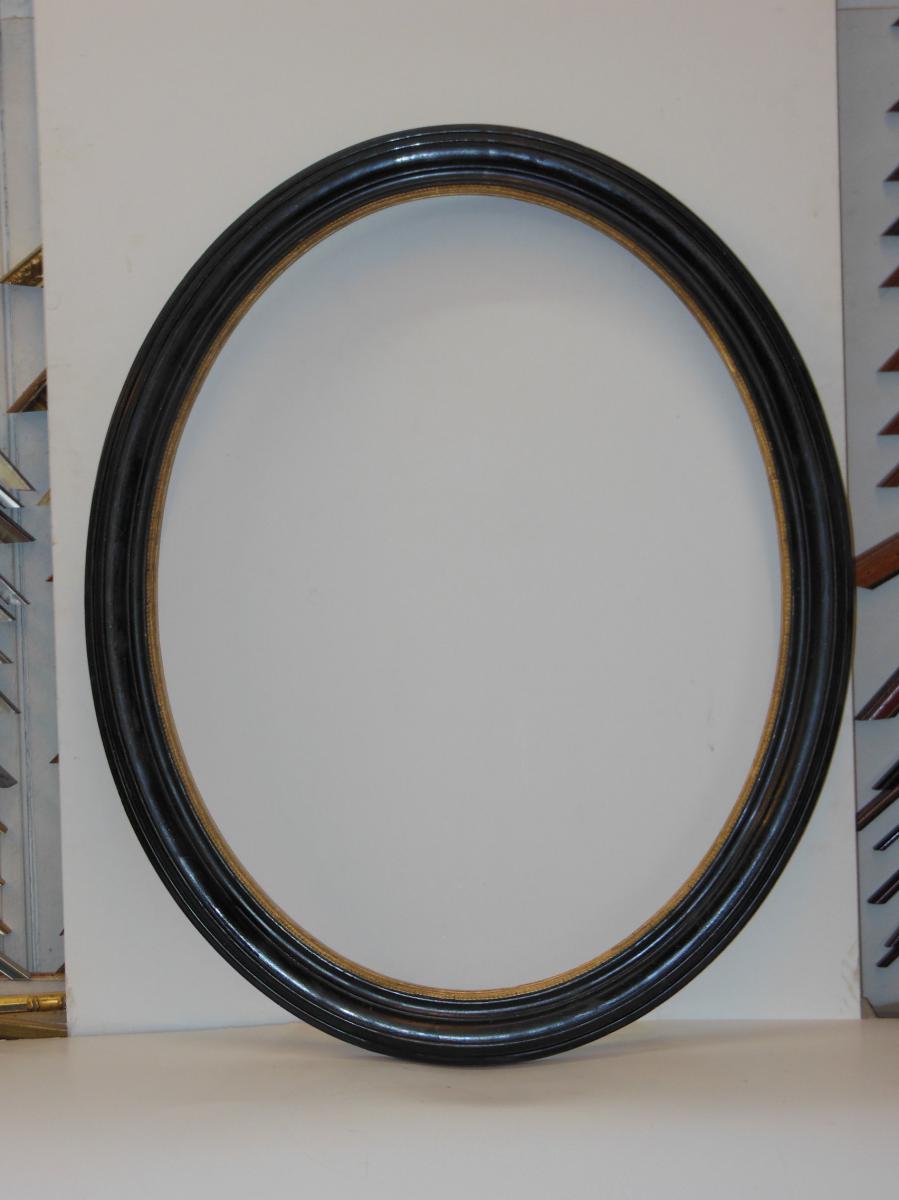 Cadre Ovale Noir Et Or, époque 19ème.
