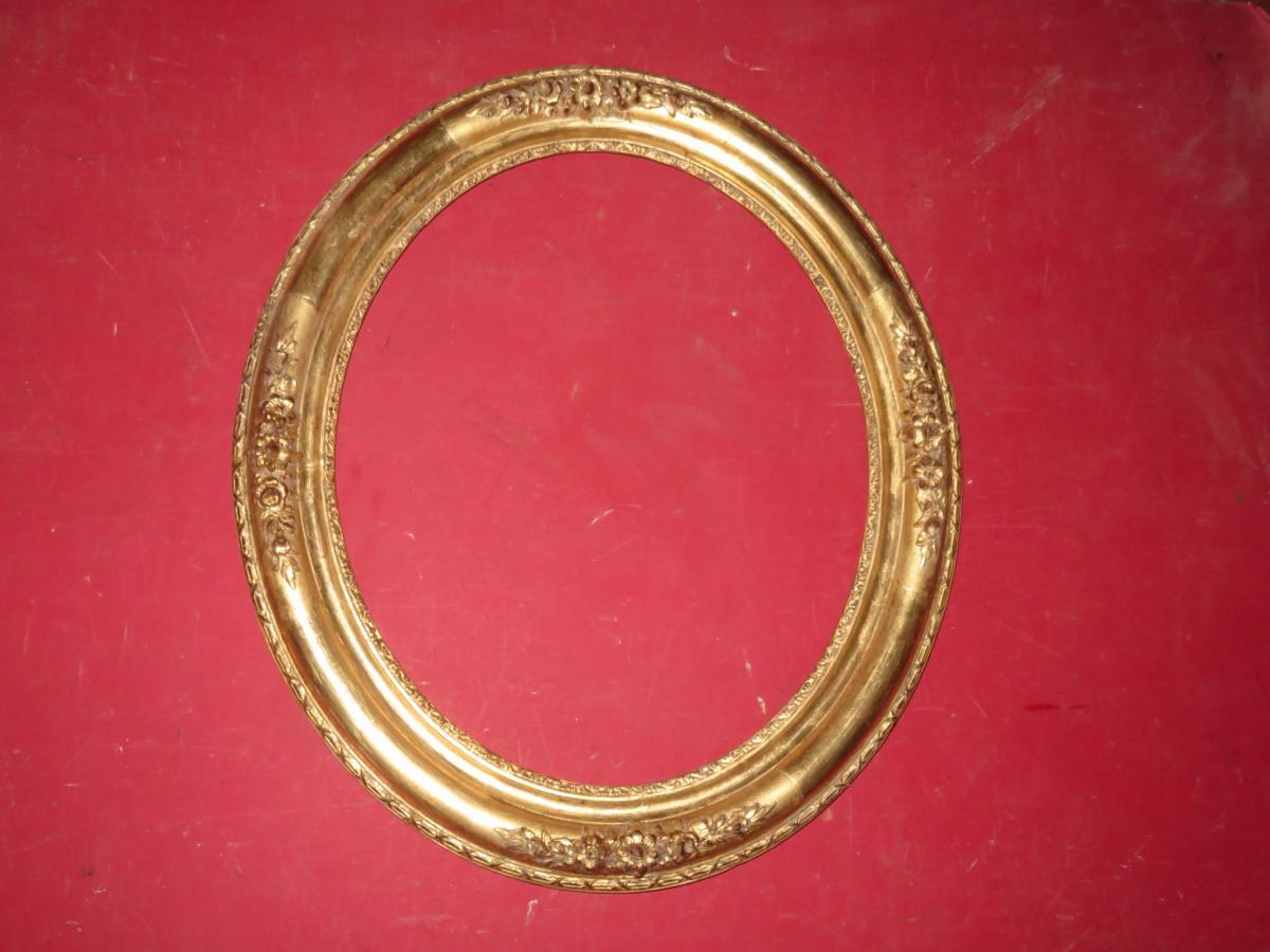 Cadre Ovale époque 19ème, Doré à La Feuille.