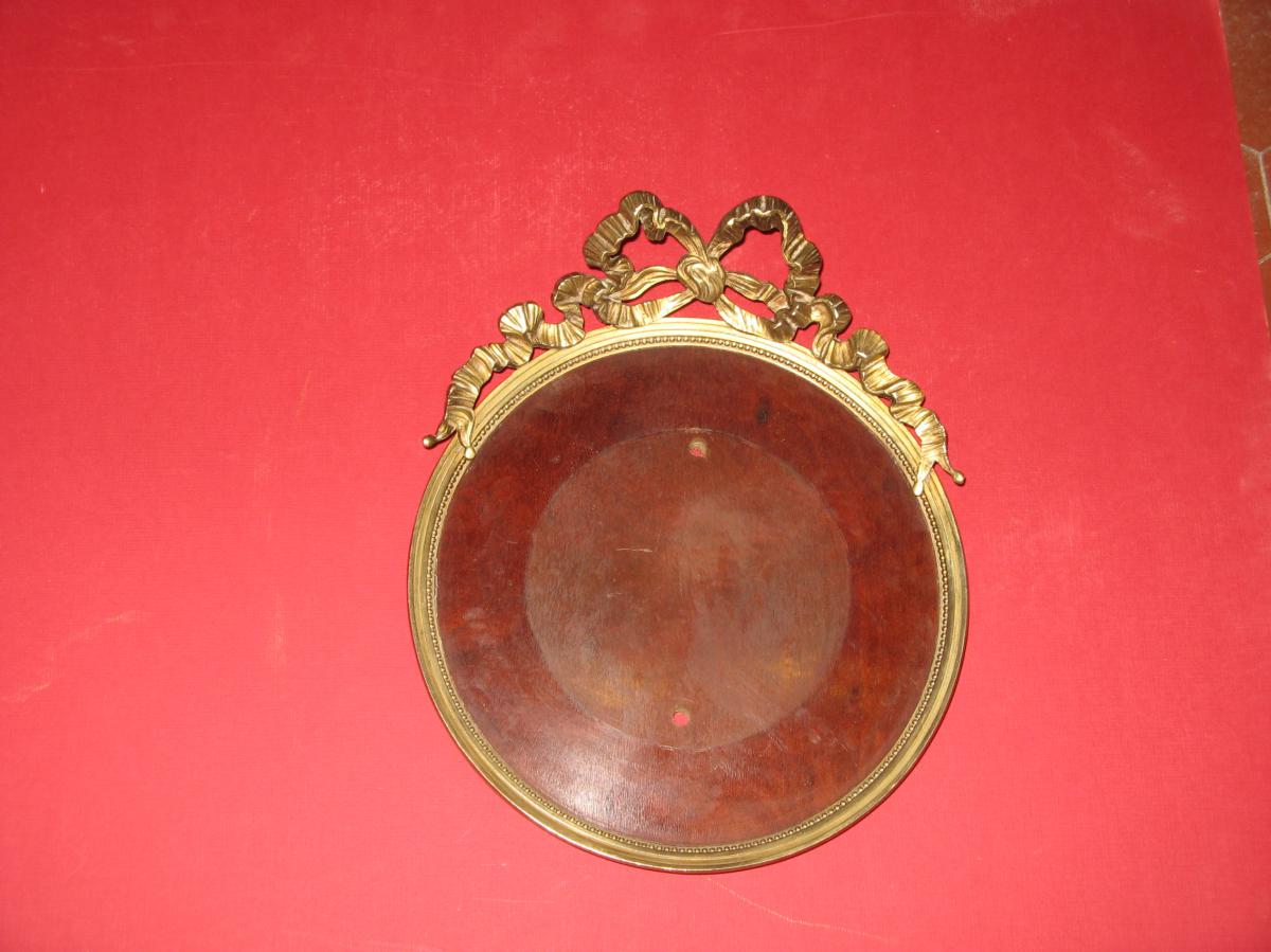 Round Frame Bronze 19th Time.