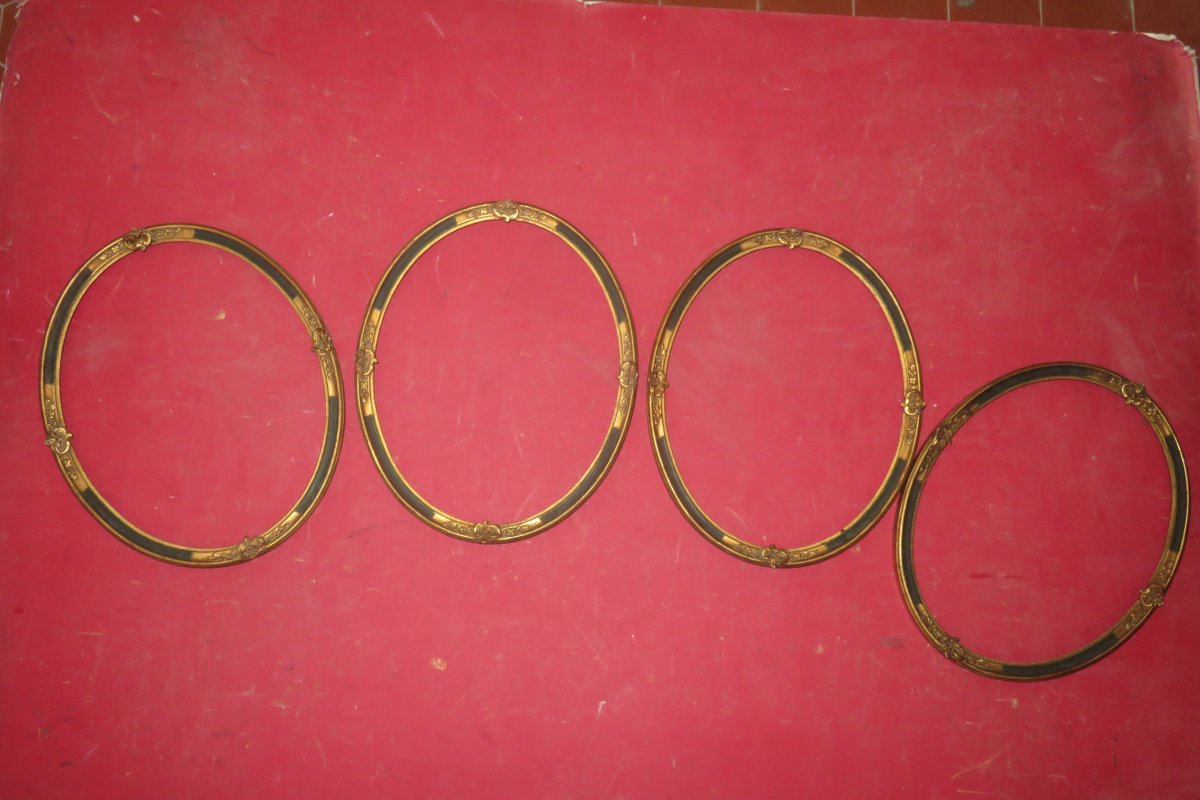 Suite Of 4 Oval Frames In Golden And Painted Wood, Early 20th Century.