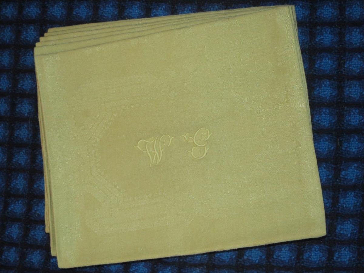 6 serviettes anciennes en lin teintes en vert anis monogrammées WG