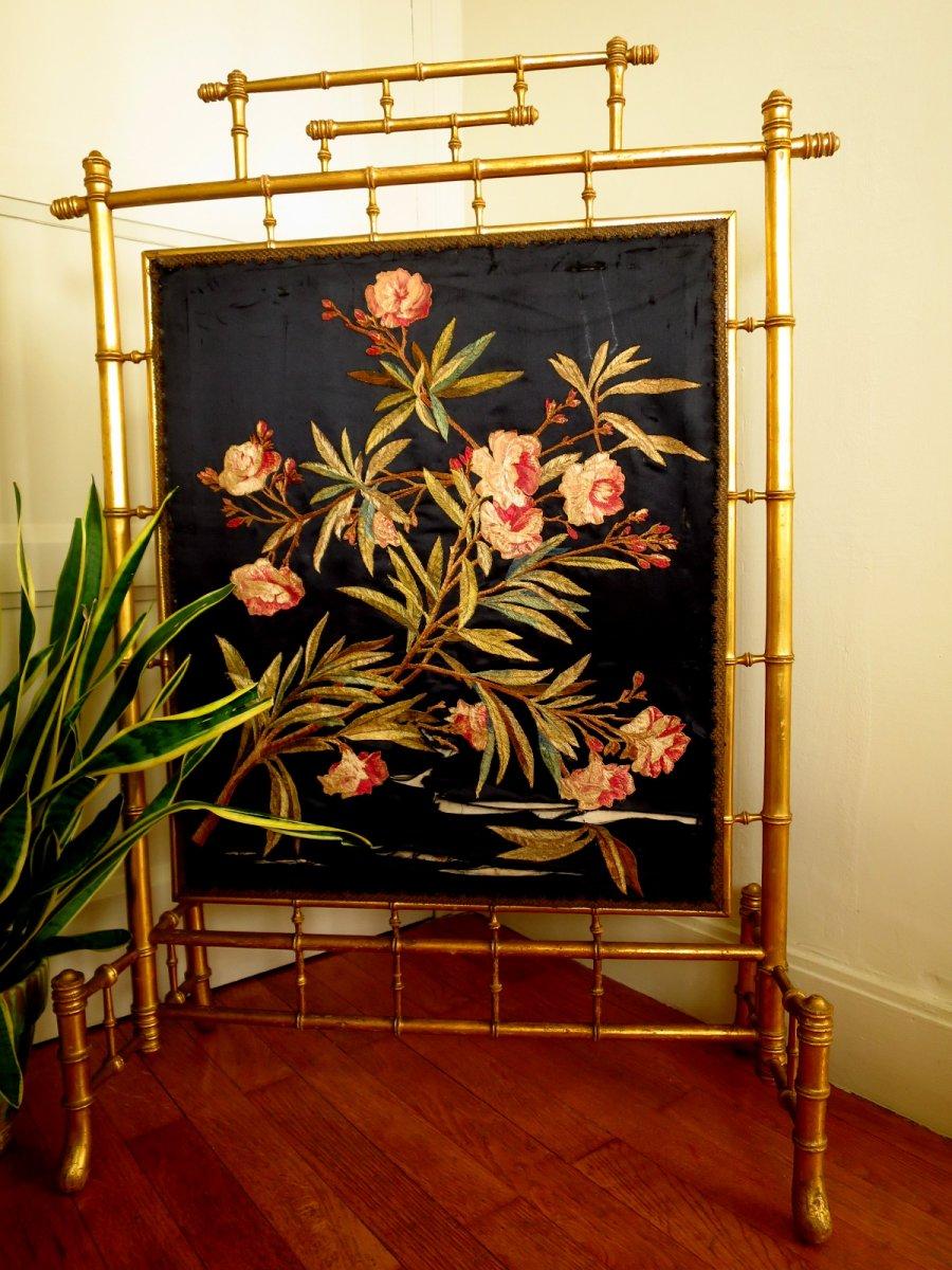 Pare feu Napoléon III en bois doré façon bambou avec broderie de fleurs