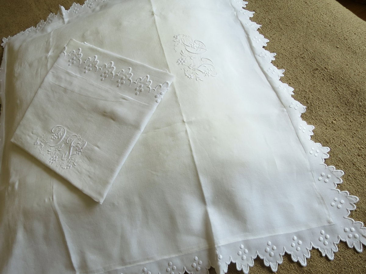 Pair Of Pillowcases In Linen Thread, Late XIX ° Early XX °, Embroidered And Monogrammed Dv