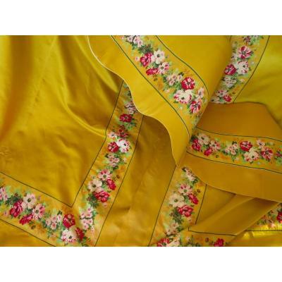 Tentures et cantonnière en soie jaune XIX°