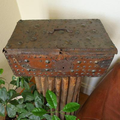 Renaissance Chest In Wood And Studded Leather