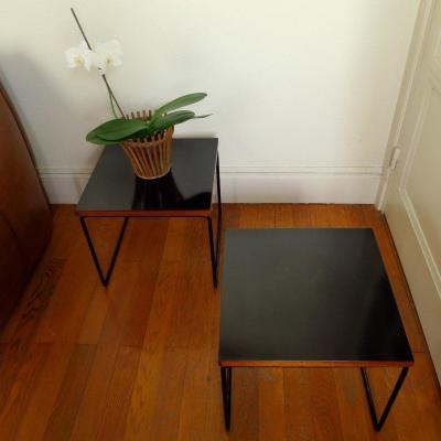 """Paire de tables """"volantes"""" de Pierre Guariche, éditées par Steiner, vers 1950"""