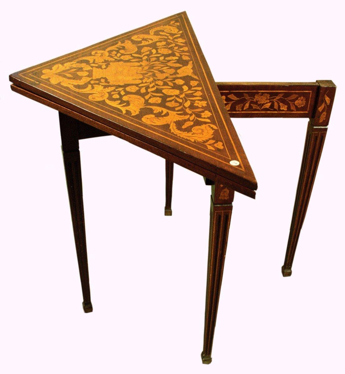 Table à Jeu Triangulaire Marquetée En Acajou Des Années 1800 Hollandaise
