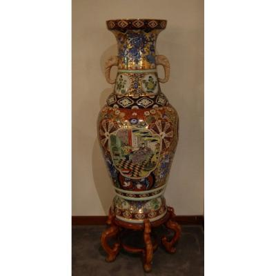 Pair Of Large Ancient Chinese Vases Richly Decorated