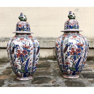 Delft . Paire De Vases Couverts