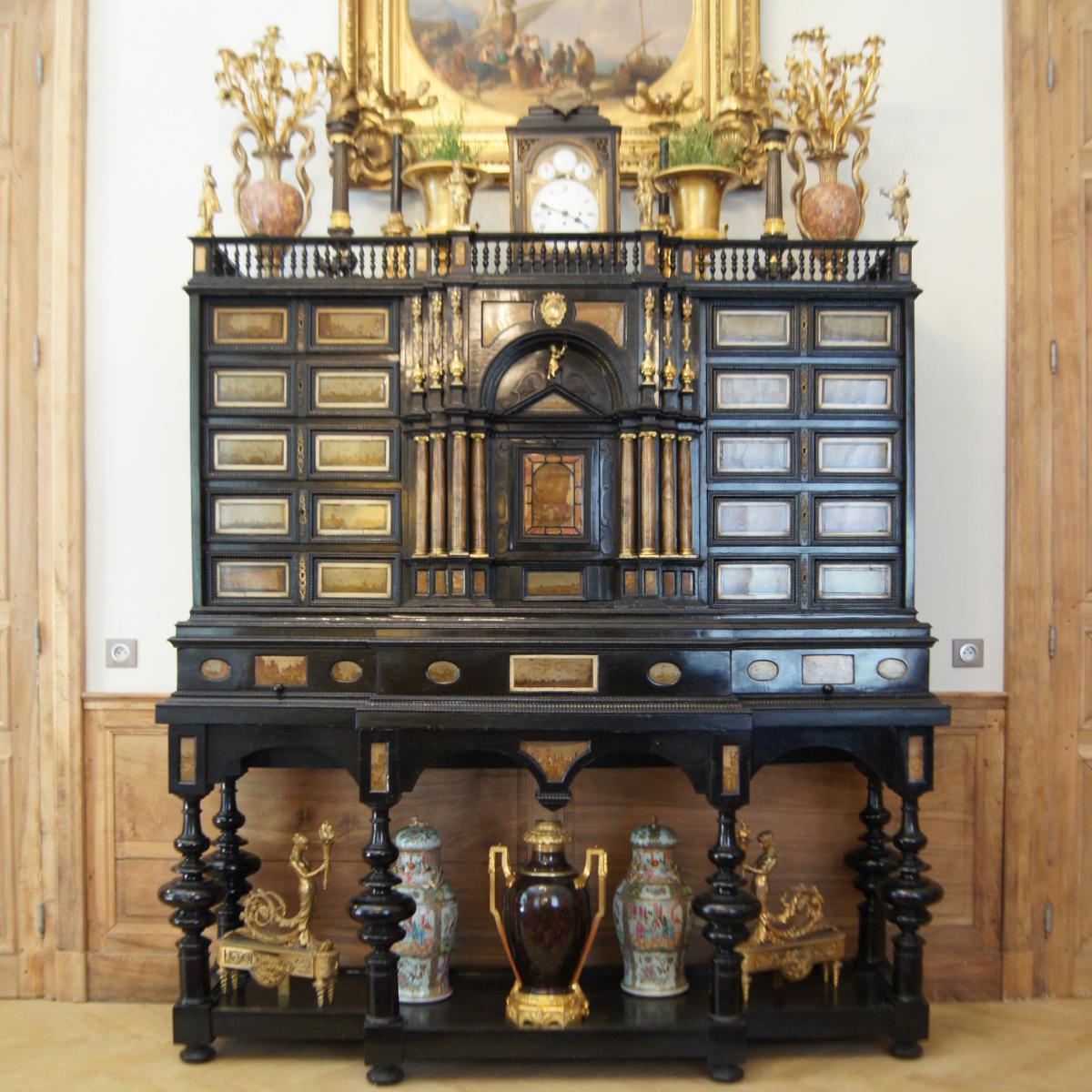 Cabinet Milanais en ebène et paésine XVIIe