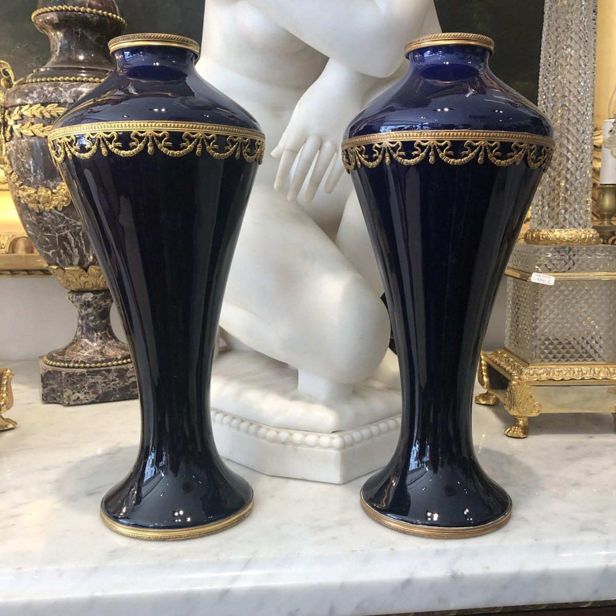 Paire Vases Bleu De Sevres De Forme Balustre Montée De Guirlandes En Pomponne Doré Début XX Iem
