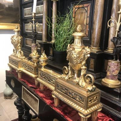 Paire De Chenets En Bronze Dorè Décors Aux Pots Couverts Et Têtes De Béliers Epoque XIX Ieme