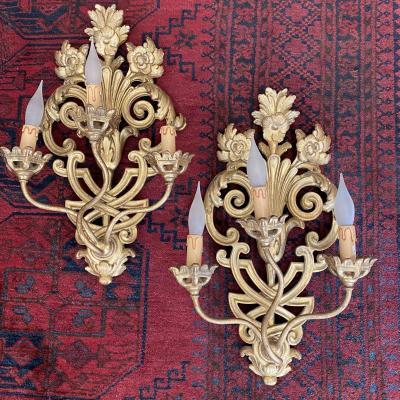 Grande Paire D'appliques à 3 Feux En Bois Doré De Style Louis XV