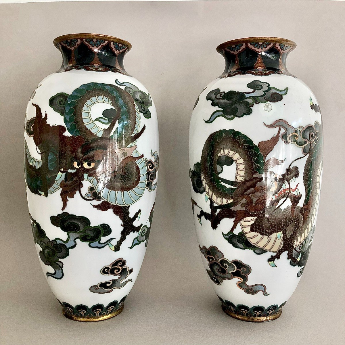 Paire de Vases en Emaux Cloisonnés Japon Période Meiji