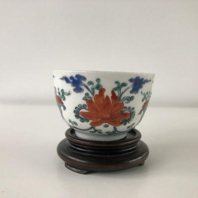 Tasse coupe en porcelaine du Japon Arita Kakiemon 17/18 eme