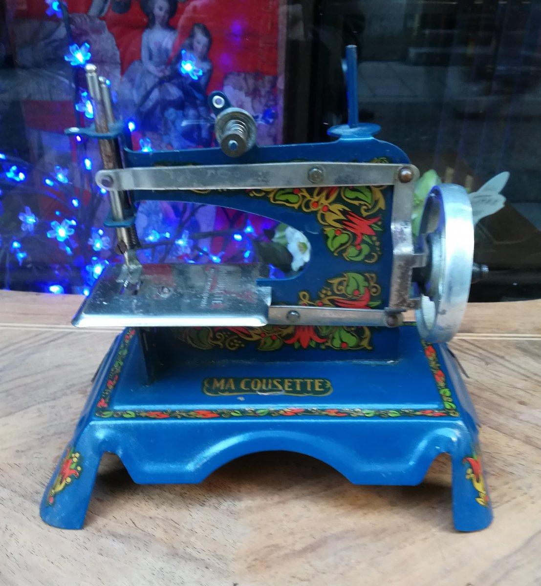 Sewing Machine Toy 1900