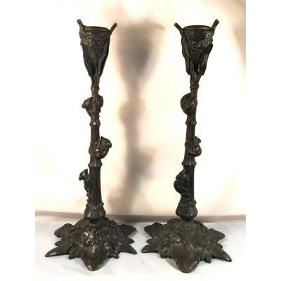 Amusante paire de grands bougeoirs 19ème, en bronze-Rats à l'assaut d'un nid