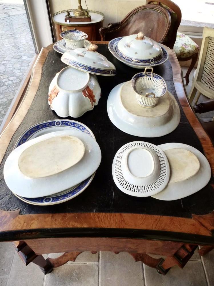 Partie De Service De Table En Porcelaine De Chine  Epoque XVIIIème Siècle-photo-7