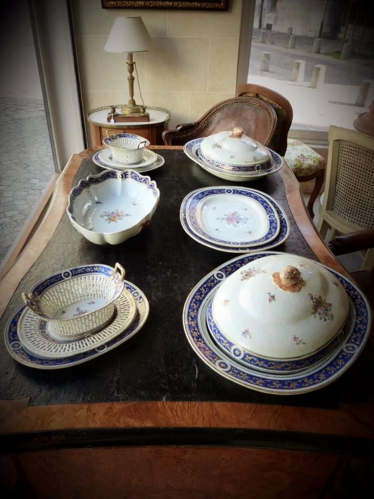 Partie De Service De Table En Porcelaine De Chine  Epoque XVIIIème Siècle-photo-8