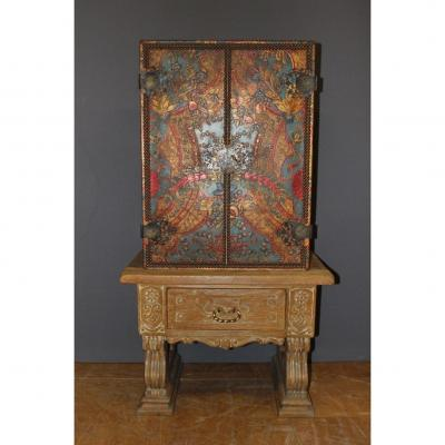Cabinet Art Déco En Cuir Frappé Et Chêne Cérusé De Style Néoclassique 1940