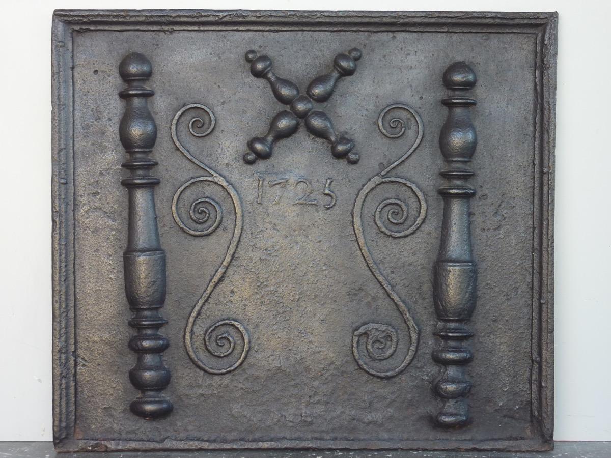 Plaque de cheminée datée 1725 (85 x 75 cm)
