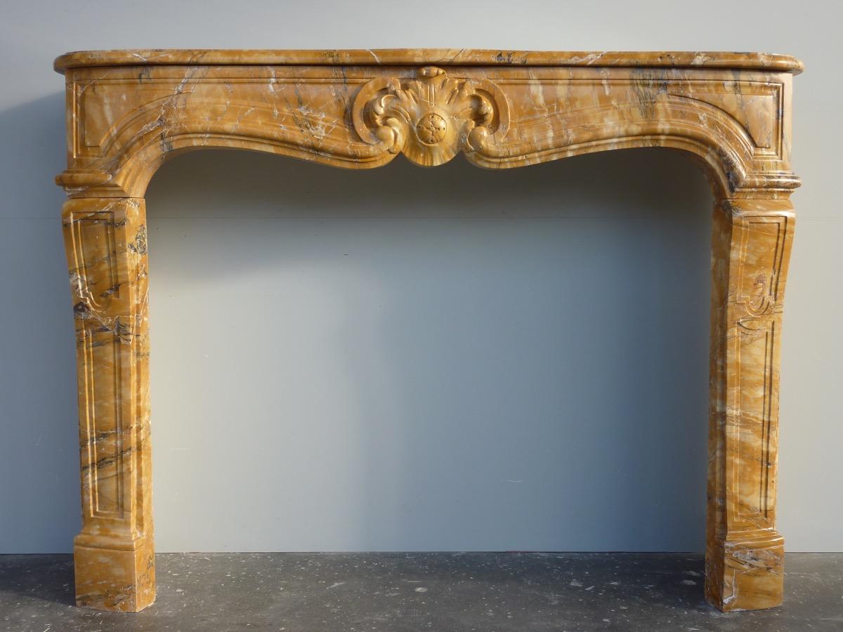 Cheminée en mabre jaune de Sienne Louis XV