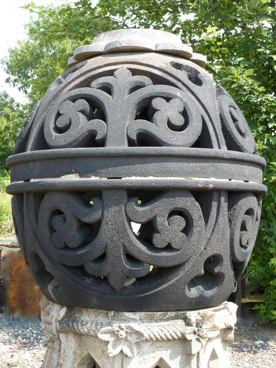 Sphère en pierre de Volvic XIXéme S.