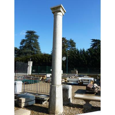Grande colonne en pierre datant du XIXème siècle
