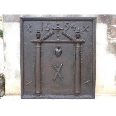 Plaque de cheminée datée 1694 d'époque XVIIéme S.