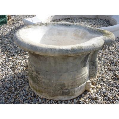 Puits fontaine en pierre dure datant du XIXéme S.