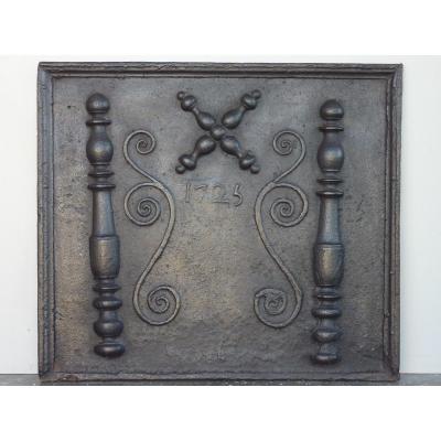 Plaque de cheminée datée 1725