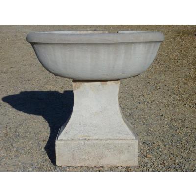 Fontaine Provençale En Pierre Dure Datant Du XVIIIéme S.