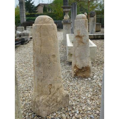 Paire de bornes en pierre XVIIIéme siècle