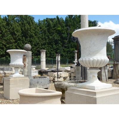 Paire de vases en marbre blanc d'époque XVIIéme S.