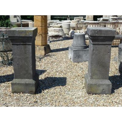 Paire de piedestaux en pierre de Volvic