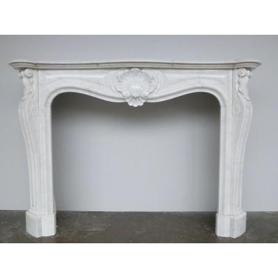 Cheminée en marbre de Carrare de style Louis XV